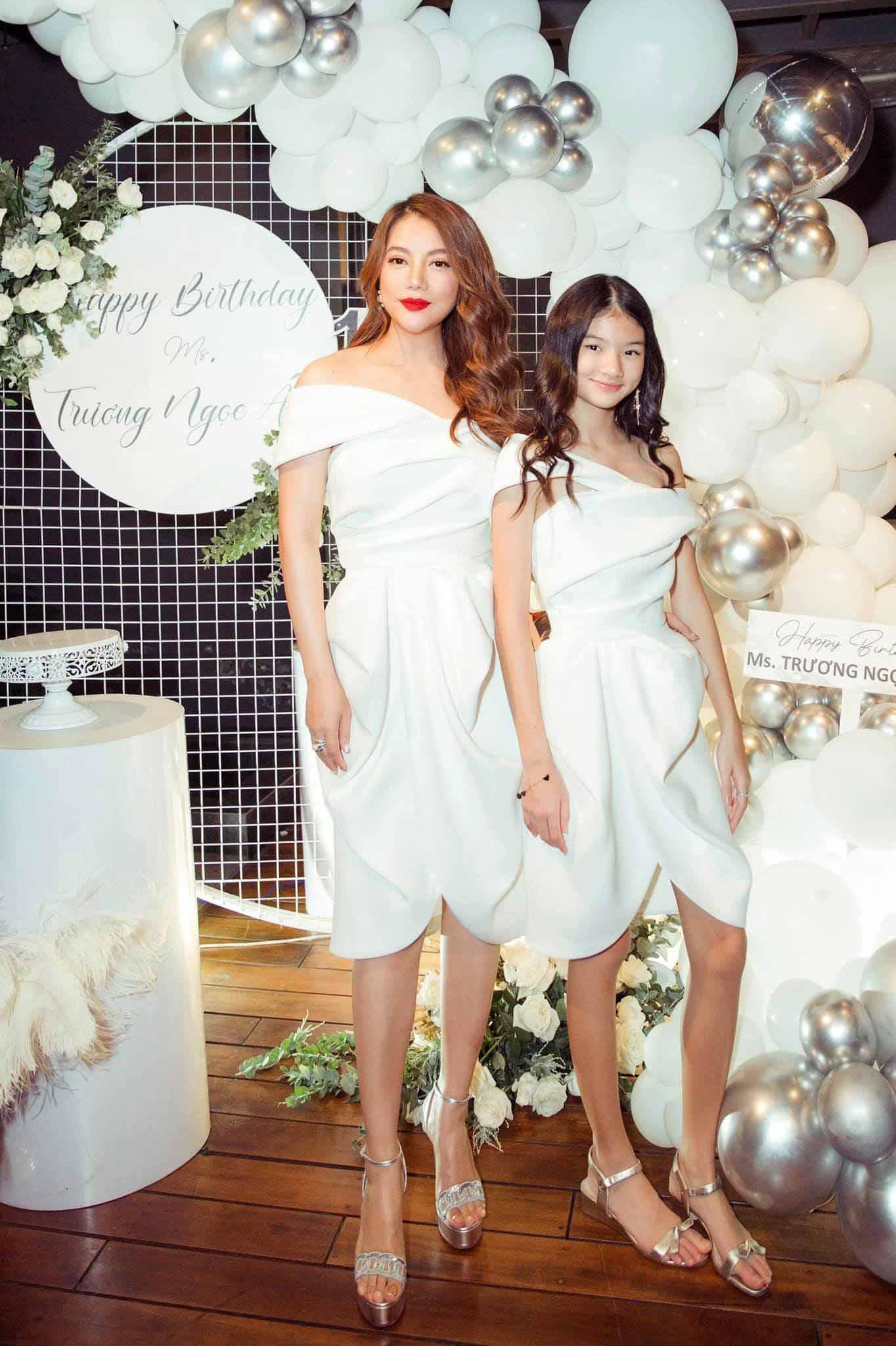 Con gái Trương Ngọc Ánh đứng cạnh một bé gái giống như chị em ruột, danh tính cũng không vừa - 1