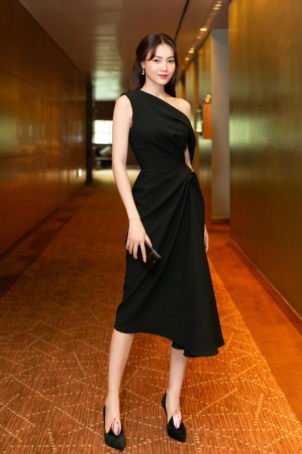 Lan Ngọc thả nhẹ đường cong với toàn váy đen tối giản vẫn đẹp nức nở - 7
