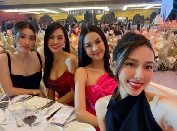 """Hoa hậu Tiểu Vy và á hậu Thuý An đi ăn cưới: mặc váy """"chặt chém"""" cô dâu Tường San - 8"""