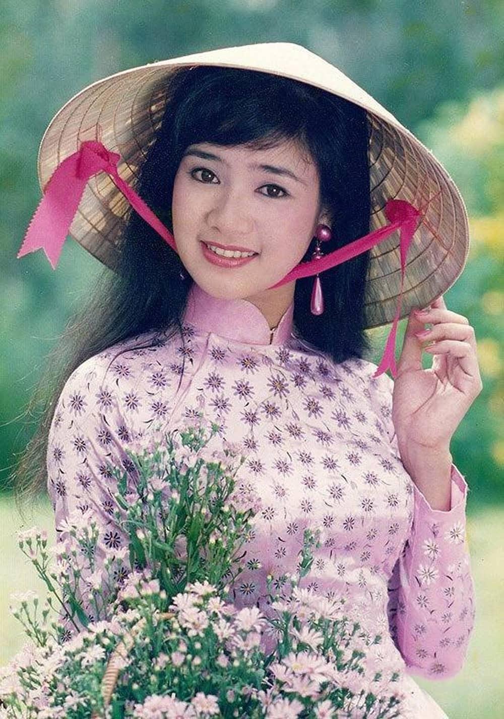 """Khoe ảnh bên """"mẹ"""", Hồng Diễm lu mờ trước nhan sắc đài các của tiểu thư tuổi 51 - 5"""