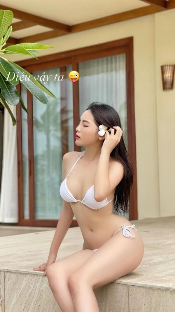 Kỳ Duyên khoe đường cong body uốn lượn với bikini hở bạo, nhưng chiếc eo amp;#34;không hề giả trânamp;#34; - 1