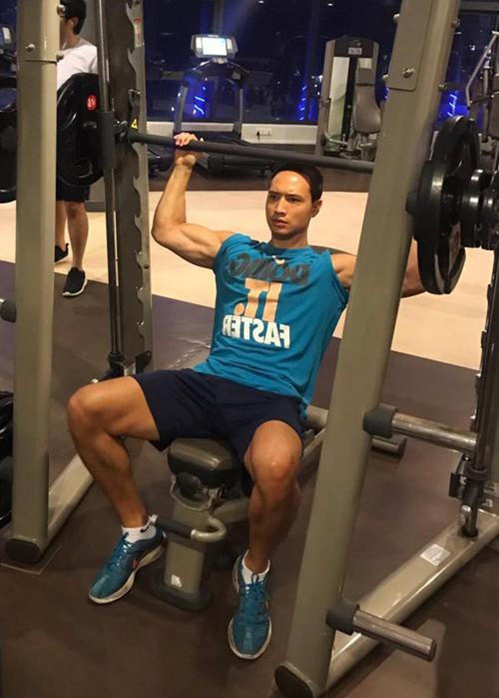 Hội nam thần Vbiz tập gym giảm cân có múi, riêng Kim Lý rèn body vì lí do cao cả - 14