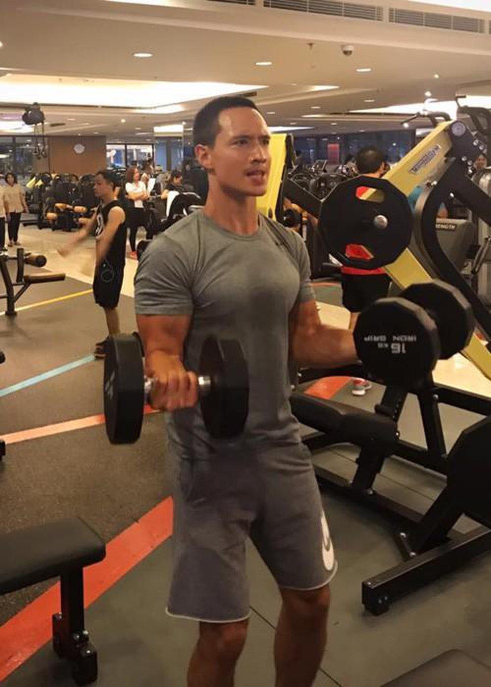 Hội nam thần Vbiz tập gym giảm cân có múi, riêng Kim Lý rèn body vì lí do cao cả - 13