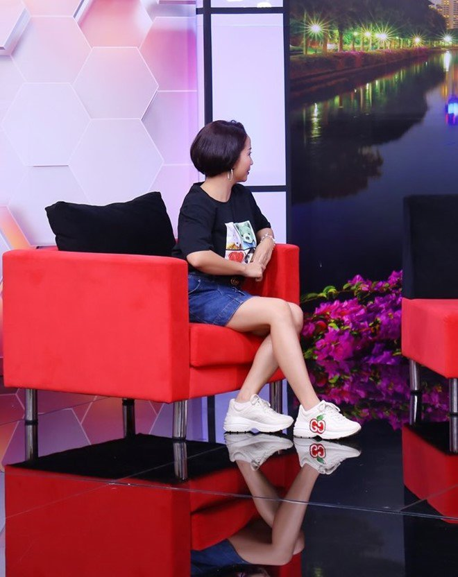 Ốc Thanh Vân trách phụ huynh để cô bé 13 tuổi xinh đẹp u uất, lục đục trước mặt con - 1