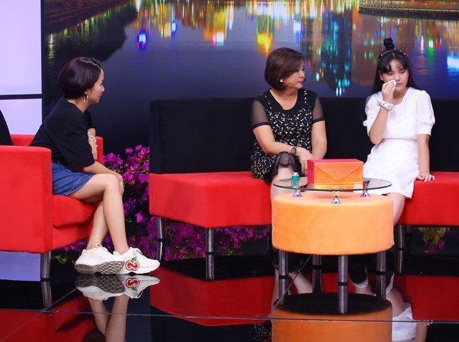 Ốc Thanh Vân trách phụ huynh để cô bé 13 tuổi xinh đẹp u uất, lục đục trước mặt con - 4