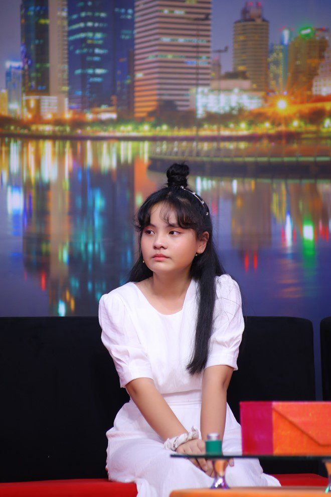Ốc Thanh Vân trách phụ huynh để cô bé 13 tuổi xinh đẹp u uất, lục đục trước mặt con - 3
