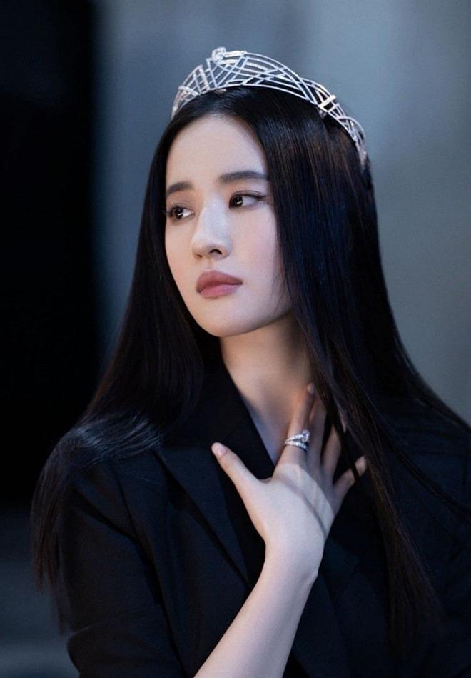 Chia tay Song Seung Hun 3 năm, Lưu Diệc Phi mặc váy cưới, amp;#34;thần tiên tỷ tỷamp;#34; sẽ kết hôn? - 3