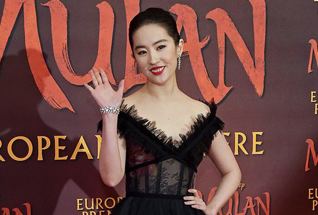 Chia tay Song Seung Hun 3 năm, Lưu Diệc Phi mặc váy cưới, amp;#34;thần tiên tỷ tỷamp;#34; sẽ kết hôn? - 8