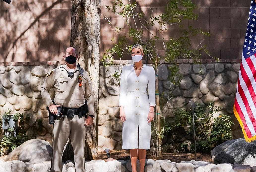 Nữ thần công sở gọi tên ái nữ Tổng thống Trump: sắm đầm bình dân mà ngỡ diện hàng hiệu - 4