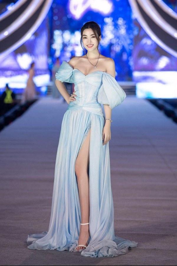 Hoá thân nữ thần, Đỗ Mỹ Linh như gục ngã với chiếc váy dát vàng nặng 40kg - 7
