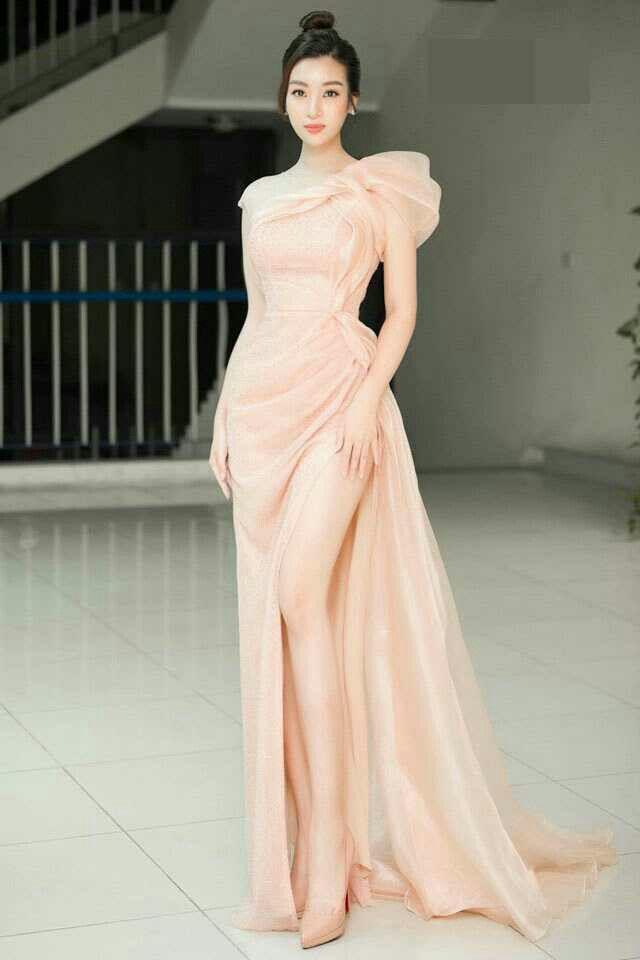 Hoá thân nữ thần, Đỗ Mỹ Linh như gục ngã với chiếc váy dát vàng nặng 40kg - 10