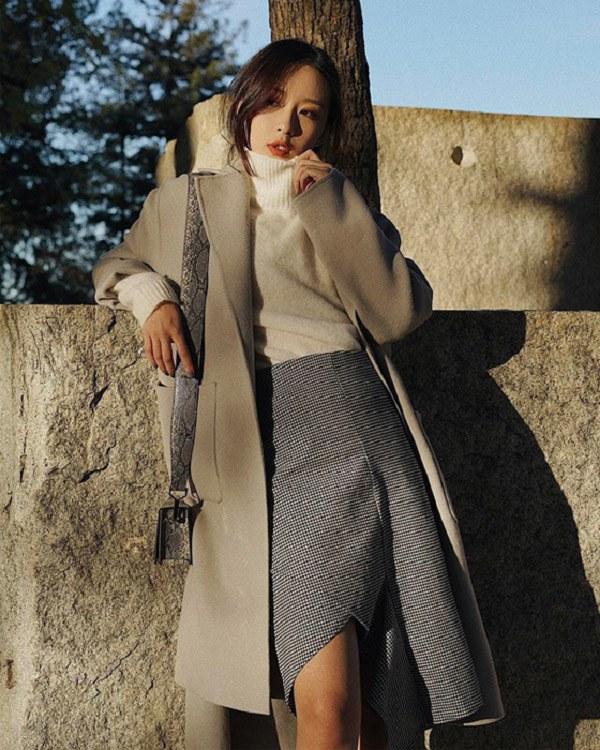 Diện chân váy đi làm mùa lạnh, nàng cứ phối đồ như thế này là đủ đẹp ngất ngây - 14