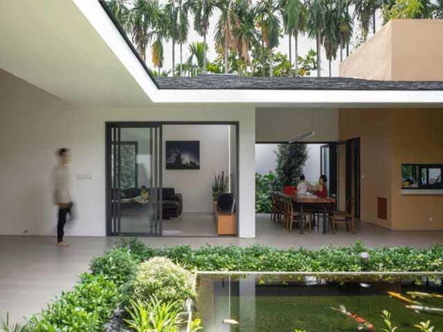 Căn nhà mái ngói đen độc đáo kết nối ba thế hệ ở Thành phố Hồ Chí Minh