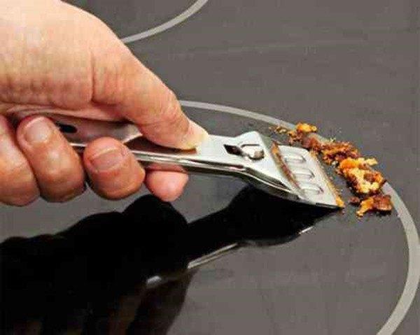 Bếp từ bẩn đừng dùng nước lau, cứ lấy loại bột này rắc vào đảm bảo bạn sẽ bất ngờ - 6