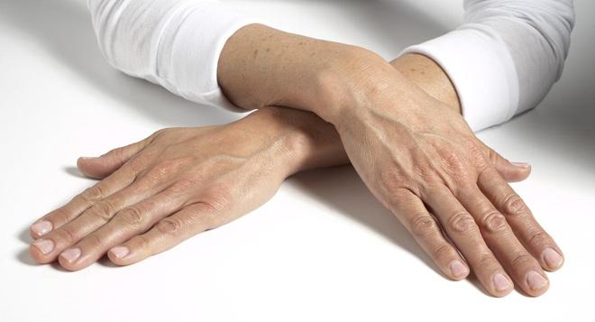 Bật mí bí mật giúp đôi tay không còn gân guốc, khô sần - 2
