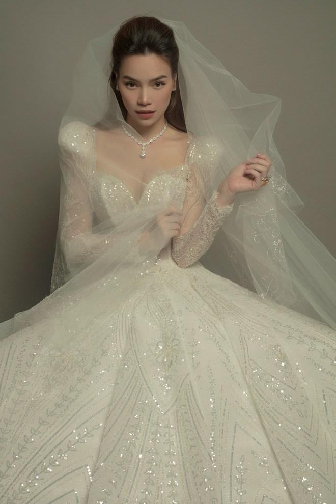 Đeo dây chuyền kim cương, mặc váy cưới lộng lẫy: Hồ Ngọc Hà sắp làm cô dâu? - 5
