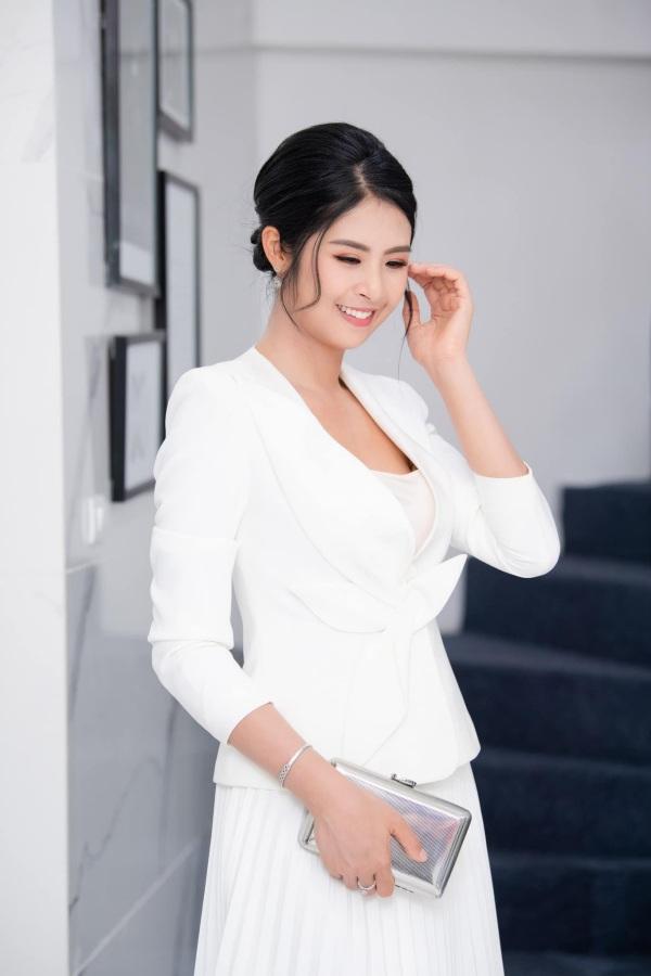 Hơn chục tuổi, Hoa hậu Ngọc Hân không ngại amp;#34;đối đầuamp;#34; sắc đẹp với Đỗ Thị Hà - 5