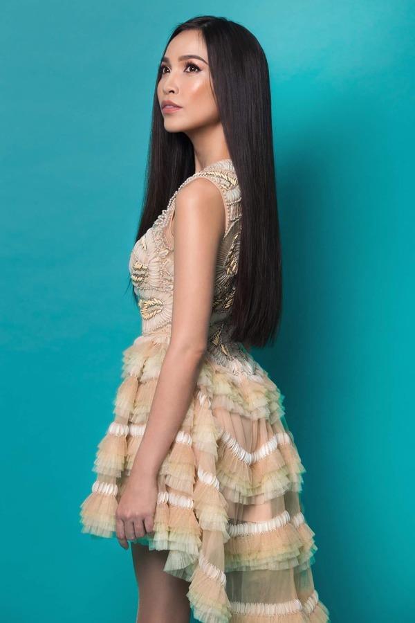 Mải mê để tóc dài suôn thẳng, Hiền Thục vừa đổi kiểu xoăn bồng bềnh càng trẻ ngỡ ngàng - 5