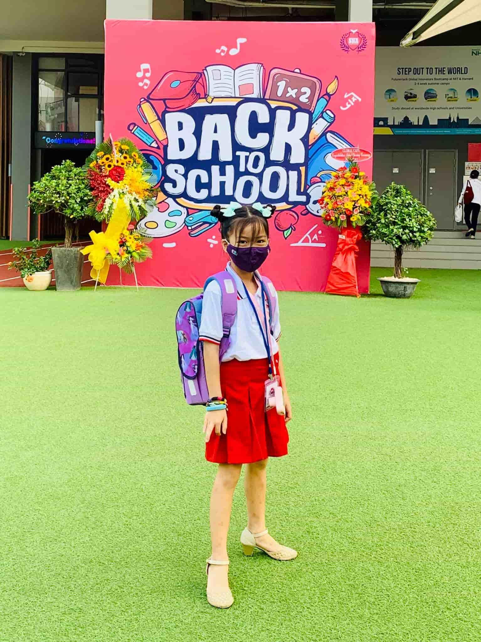 Con gái Ốc Thanh Vân đến trường diện đồng phục chất ngất: mang tất cọc cạch, đi giày cao gót - 11