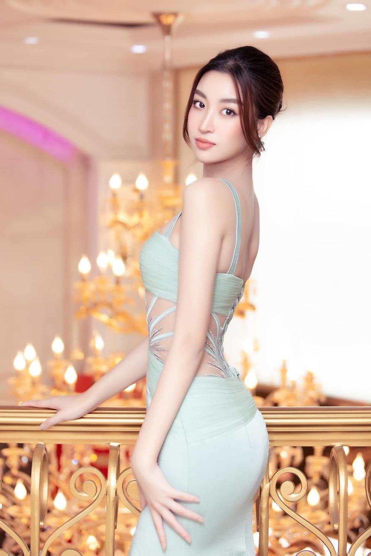 Hết nhiệm kỳ, 2 Hoa hậu nổi tiếng ngoan hiền nhất Vbiz đều amp;#34;xả vaiamp;#34;, mê váy áo hở bạo - 3