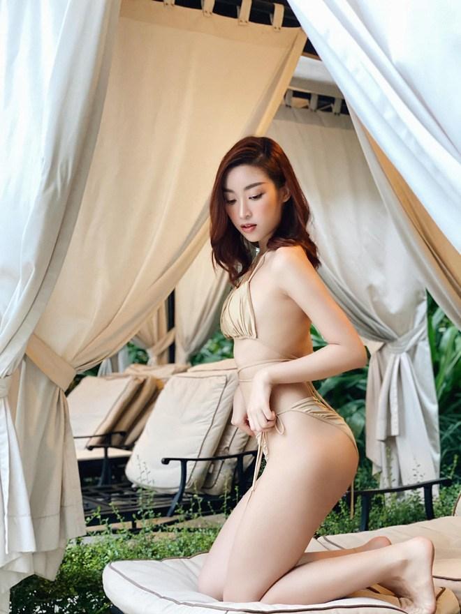 Hết nhiệm kỳ, 2 Hoa hậu nổi tiếng ngoan hiền nhất Vbiz đều amp;#34;xả vaiamp;#34;, mê váy áo hở bạo - 9