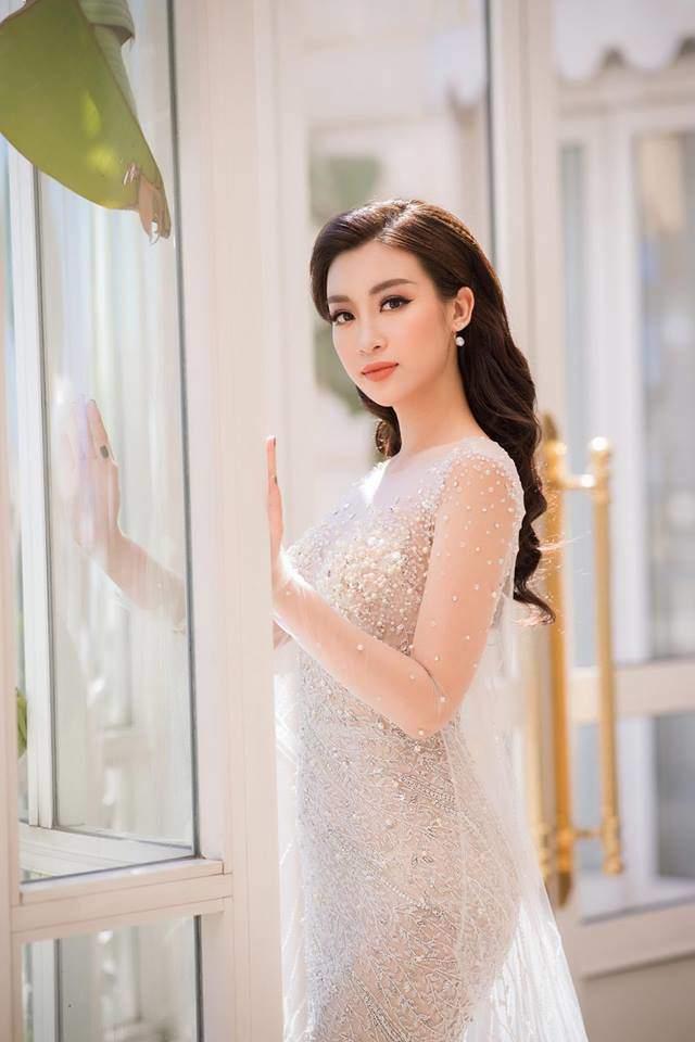 Hết nhiệm kỳ, 2 Hoa hậu nổi tiếng ngoan hiền nhất Vbiz đều amp;#34;xả vaiamp;#34;, mê váy áo hở bạo - 6