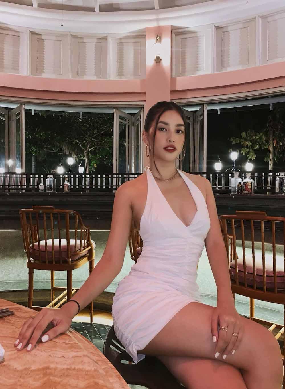 Hết nhiệm kỳ, 2 Hoa hậu nổi tiếng ngoan hiền nhất Vbiz đều amp;#34;xả vaiamp;#34;, mê váy áo hở bạo - 15