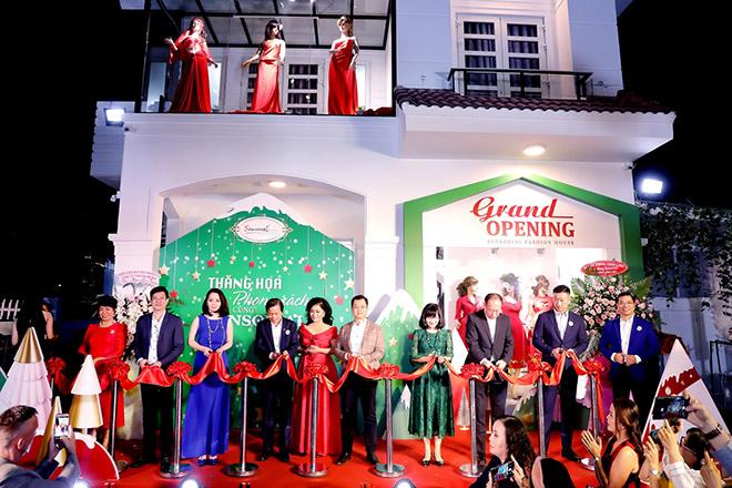 Doanh nhân và người nổi tiếng chúc mừng Sensorial Fashion House khai trương - 1