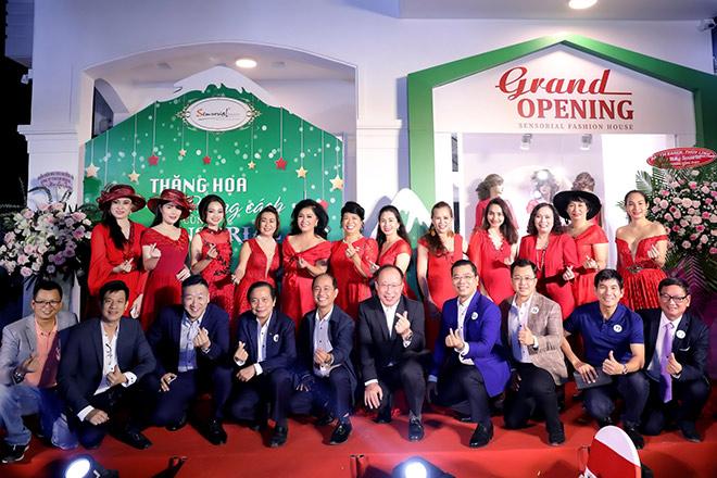 Doanh nhân và người nổi tiếng chúc mừng Sensorial Fashion House khai trương - 3