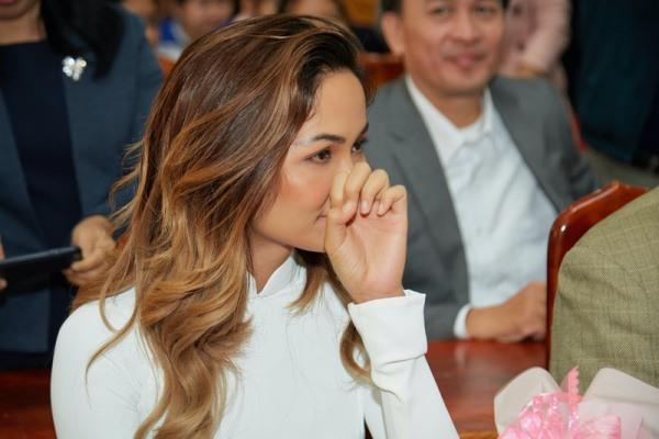 Không thể tin đây là bộ móng tay của nàng Hậu Việt đẹp nhất Thế giới - 6