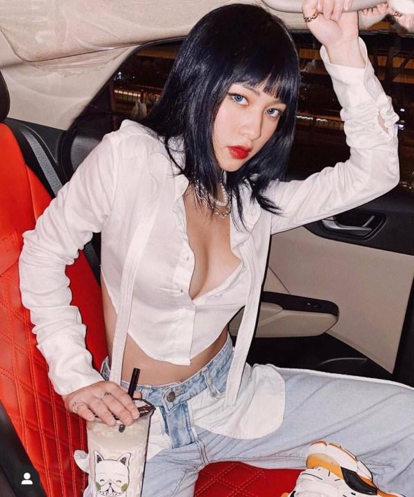 Hot girl có nhan sắc chuẩn Tây khoe thềm ngực ngồn ngộn sau lớp áo xuyên thấu - 5