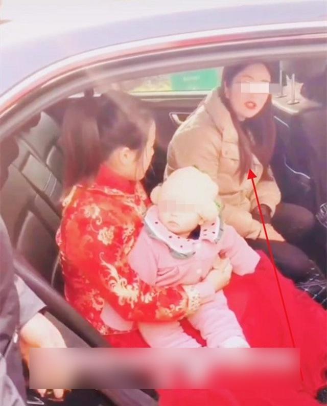 Cô dâu quyết không chịu xuống xe hoa mặc nhà trai cầu xin, lý do khiến ai cũng ngã ngửa - 3