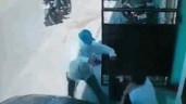 Bị cướp uy hiếp, người phụ nữ dùng tay không phản đòn và cái kết