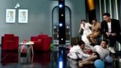 Nam diễn viên gặp sự cố rách cả mảng quần trên sân khấu, Việt Hương cười lăn lộn