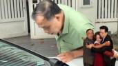 Người bố ruột được MC Trấn Thành bí mật đặt ô tô trước cửa nhà: 5 lần khóc vì con
