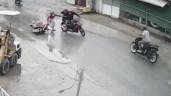 Cướp táo tợn giật điện thoại, kéo ngã người phụ nữ trên phố